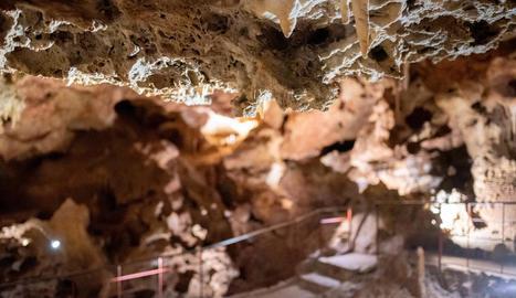 recorregut. Les coves estan adaptades per a les visites del públic general amb un circuit còmode i segur.