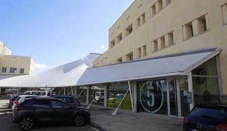 Només a distància - Ilerna Online, amb seu al parc de Gardeny, és un centre independent d'Ilerna, que imparteix FP presencial al carrer la Palma. Encara que la seua propietat era la mateixa, l'empresa francesa Skill & You va adquirir la majo ...