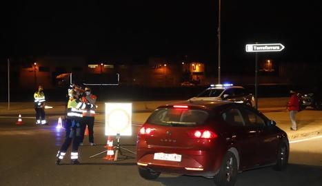 Un dels primers controls a l'N-230 entre Lleida i Torrefarrera, ahir a la nit només informatiu.