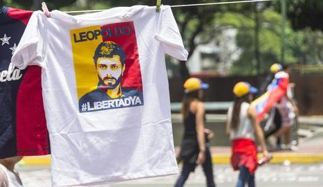 Imatge d'una samarreta en favor del líder opositor veneçolà.