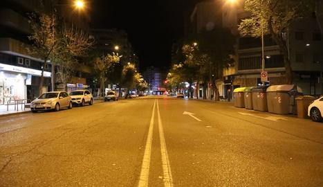L'avinguda Alcalde Rovira Roure de Lleida dilluns a la nit.