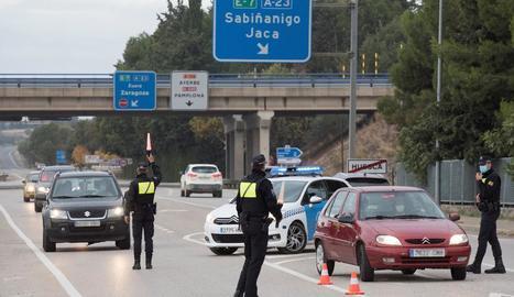 Imatge de controls la setmana passada a Osca, on vigeix un confinament perimetral.