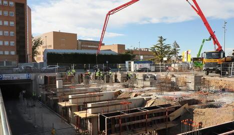 Les obres del futur edifici annex a l'hospital Arnau per a ingressats per Covid avancen a bon ritme.