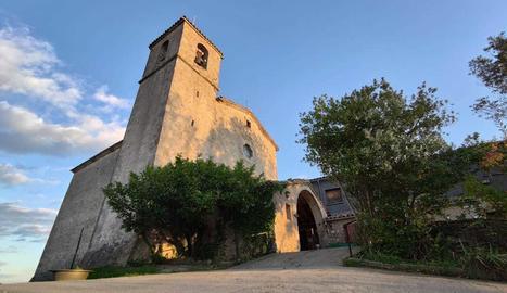 El Santuari de la Mare de Déu dels Munts és un dels símbols del Lluçanès i és, també, un mirador espectacular on es pot veure el Montseny, el Collsacabra, els Pirineus orientals, el Pedraforca, el Cadí i Montserrat, entre d'altres.