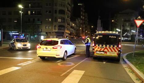 Imatge del control de la Guàrdia Urbana dilluns a la nit a Ricard Viñes.