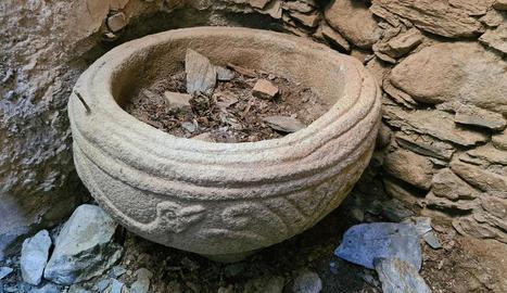 Trasllat dilluns passat de les dos piles de pedra de l'església en ruïnes d'Àrreu a la de Borén.