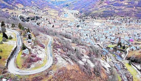 Imatge d'arxiu de la carretera N-230 al seu pas per Vielha.