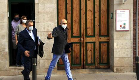 Xavier Vendrell, dimecres sortint del seu domicili després de ser escorcollat per la Guàrdia Civil.