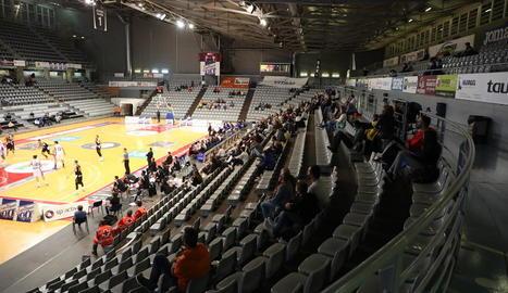 Les grades amb aforament limitat durant el partit que el Força Lleida va disputar al Barris Nord el 16 d'octubre passat contra l'Almansa.