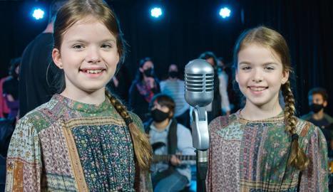 Imatge de Sara i Olímpia Roch durant l'enregistrament del videoclip.