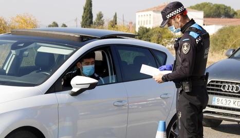 Primers controls policials a Lleida per garantir el confinament perimetral dels municipis