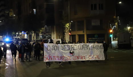 Els manifestants van tallar el carrer Bisbe Ruano durant la marxa.