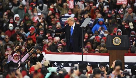 La veu de l'experiència - Joe Biden es presenta com la veu de l'experiència. Porta mig segle en primera línia política i, des del 1987, ha intentat en diverses ocasions arribar a la Casa Blanca. Aquesta és la seua última oportunitat i les ...