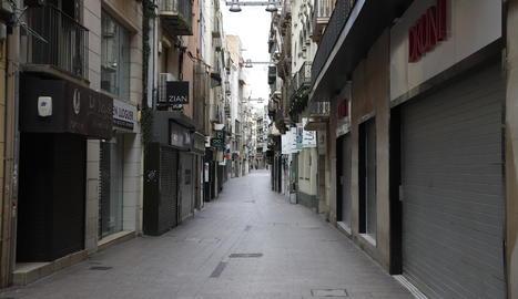 Atípica imatge del carrer Major de Lleida completament buit, el mes d'abril passat, per la Covid.