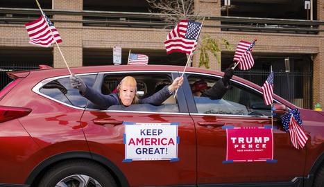 Simpatitzants de Trump en un cotxe, aquesta setmana a Iowa, un dels estats clau.