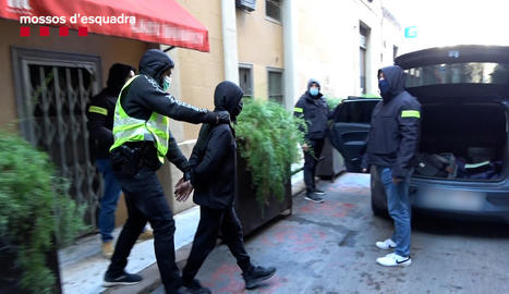 Moment de la detenció d'un marroquí a Barcelona, divendres, per enaltir el jihadisme.