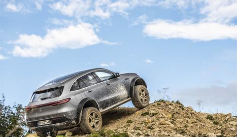 Compta amb una suspensió pneumàtica més rígida i dos nous modes de conducció, anomenats Off-road i Off-road+, per millorar la tracció en pista i en franqueig d'obstacles.