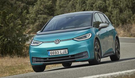És el primer cotxe del món fabricat amb un balanç neutre d'emissions de C02, assenyala la marca.