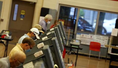 Vista de votants participant en una jornada de vot anticipat a Houston, Texas.