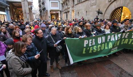 Imatge d'arxiu d'una manifestació a favor de la immersió lingüística a la plaça Paeria.