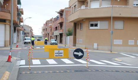 La brigada municipal porta a terme treballs al carrer Josep Casanoves.