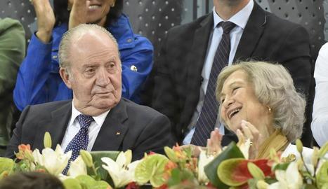 El rei emèrit Joan Carles I i Sofia, que s'haurien beneficiat de targetes 'black' entre el 2016 i el 2018.