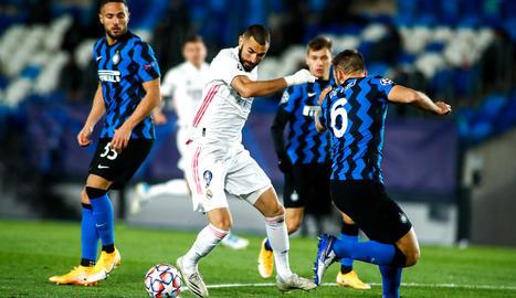 Benzema va marcar el primer en una jugada que hauria d'haver estat invalidada per falta prèvia de Mendy.