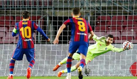 Messi, en el llançament del penal que va suposar l'1-0 per a l'equip blaugrana.