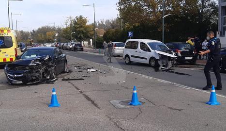 Xoc entre dos vehicles a l'avinguda Tortosa de Lleida