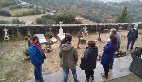 L'enterrament dels dos soldats republicans al cementiri de Foradada.