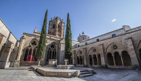 El monestir de Santa Maria de Vallbona de les Monges és una abadia cistercenca que data del S.XII i on actualment hi viuen una comunitat de 7 germanes.