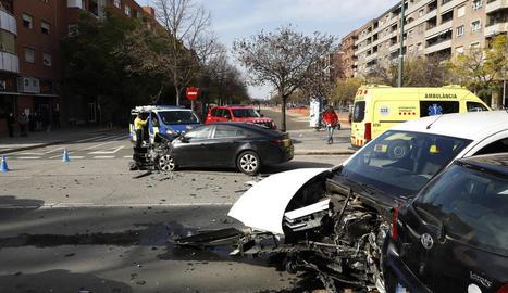 Els vehicles implicats van quedar en aquest estat després de l'aparatós accident.