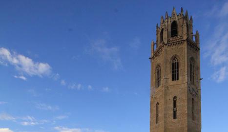 Imatge d'arxiu de la Seu Vella, amb el Castell del Rei al fons.