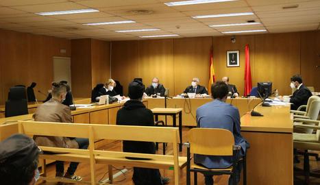 Dani Gallardo (esquerra) durant la sessió del judici d'ahir.
