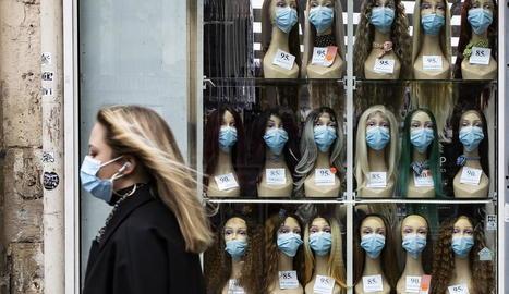 L'ús de les mascaretes és obligatori a molts països i recomanat en d'altres.