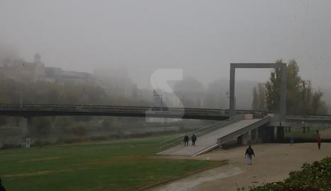 Imatge ahir al matí de la canalització del Segre a Lleida