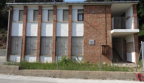 L'escola es va tancar el 2012 per falta d'alumnes.