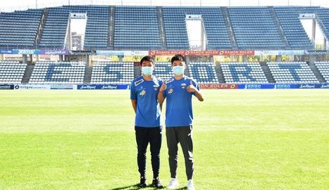 Els dos futbolistes xinesos que s'han incorporat al Juvenil del Lleida a Divisió d'Honor.
