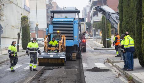Les obres per renovar el ferm de la C-14 van començar ahir.