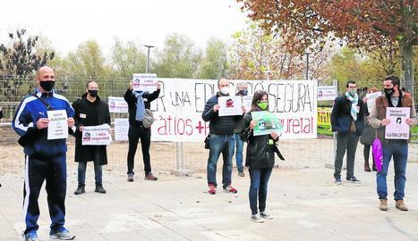 Un moment de la protesta davant del Gili i Gaya.