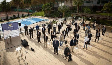 Una quarantena de persones, en l'acte reivindicatiu de Pimec.