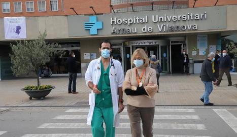Morales va atendre ahir els mitjans a les portes de l'Arnau de Vilanova.