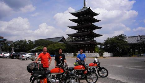 internacional. Al temple budista de Nittaiji, amb Nobi, un aficionat a la Impala japonès.