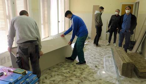 Imatge d'ahir de la reforma del pis a la Bordeta.