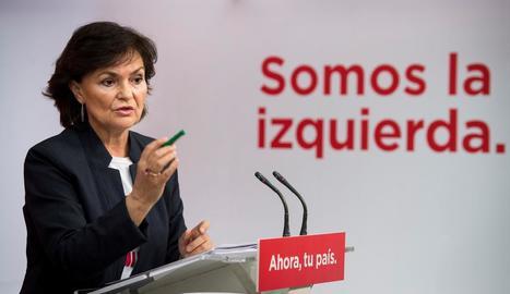 La vicepresidenta del Govern central, Carmen Calvo, i el secretari general del PP, Pablo Casado, ahir durant les seues intervencions.