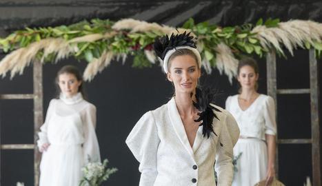 Desfilada de les últimes tendències en vestits de núvia de la firma Marina Codina.