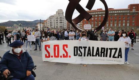 La protesta del sector hoteler del País Basc, ahir a Bilbao.