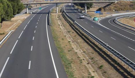 Imatge de l'autovia buida en un dels accessos a Lleida.