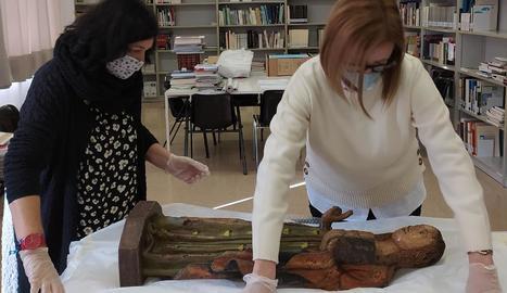 El Museu de la Noguera va rebre ahir l'escultura de la Mare de Déu.