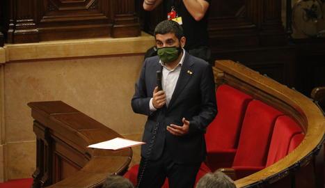 El conseller de Treball, Afers Socials i Famílies, Chakir el Homrani, al ple del Parlament aquest dimecres.